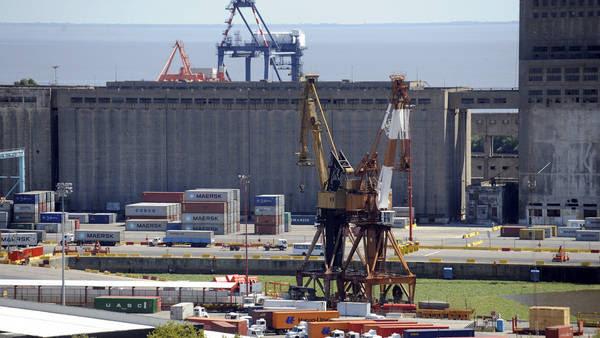 Vistas del puerto de cargas de Buenos Aires. foto Gustavo Castaing