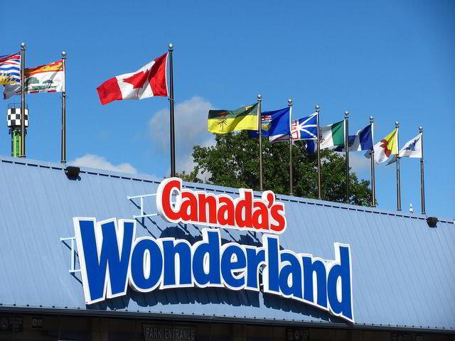 Canadas Wonderland entrance