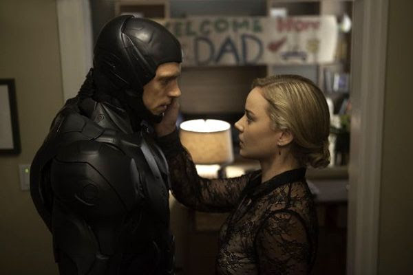 Alex Murphy reunites with his wife Clara (Abbie Cornish) in ROBOCOP.