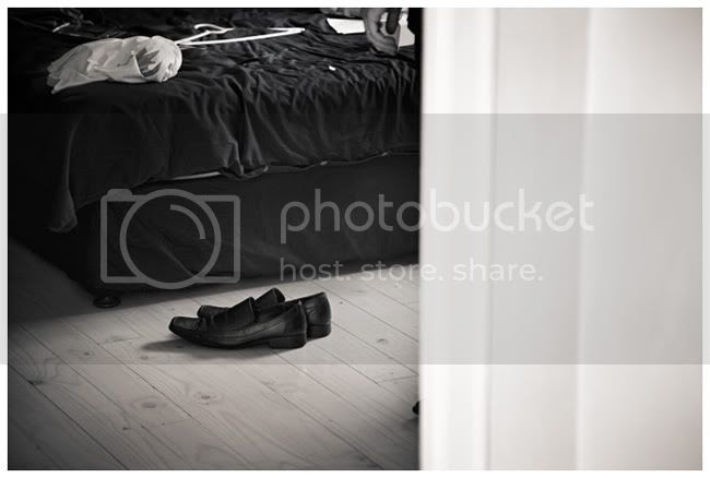 http://i892.photobucket.com/albums/ac125/lovemademedoit/NH_YellowWedding_009.jpg?t=1293437986