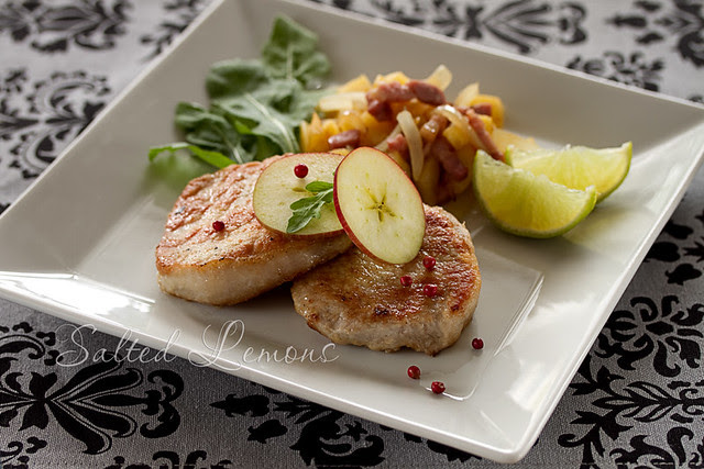 Pork fillet with apples and onion