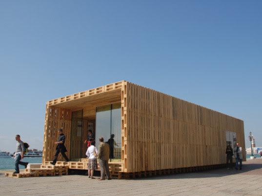 Efficient & Affordable Modular House Made From Wood Pallets ...