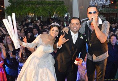 Latino agita festa de casamento de Xand, do Aviões do Forró - AgNews