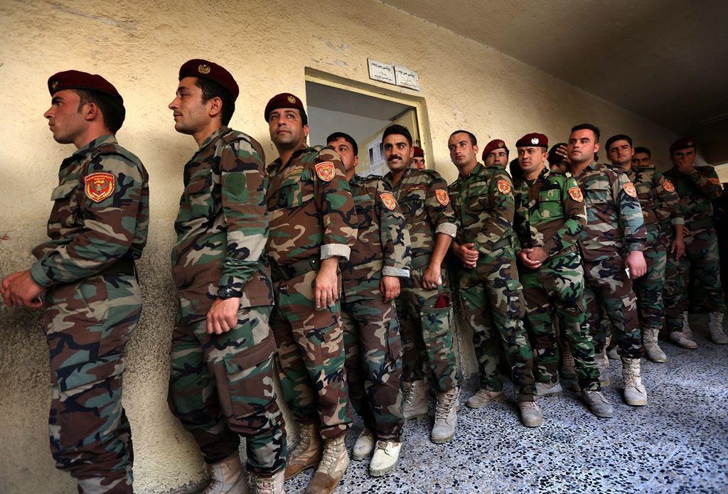 Militares iraquianos votaram mais cedo na semana das eleições legislativas no país / Safin Hamed/AFP
