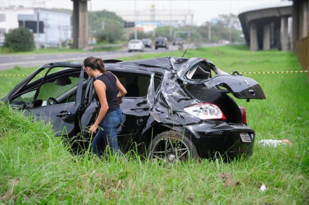 Ajudante de caminhão morre atropelado em Porto Alegre Ronaldo Bernardi/