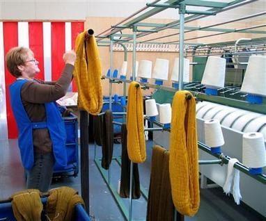 lyon en france les atelieres de villeurbanne produiront pour leur ancienne entreprise lejaby. Black Bedroom Furniture Sets. Home Design Ideas