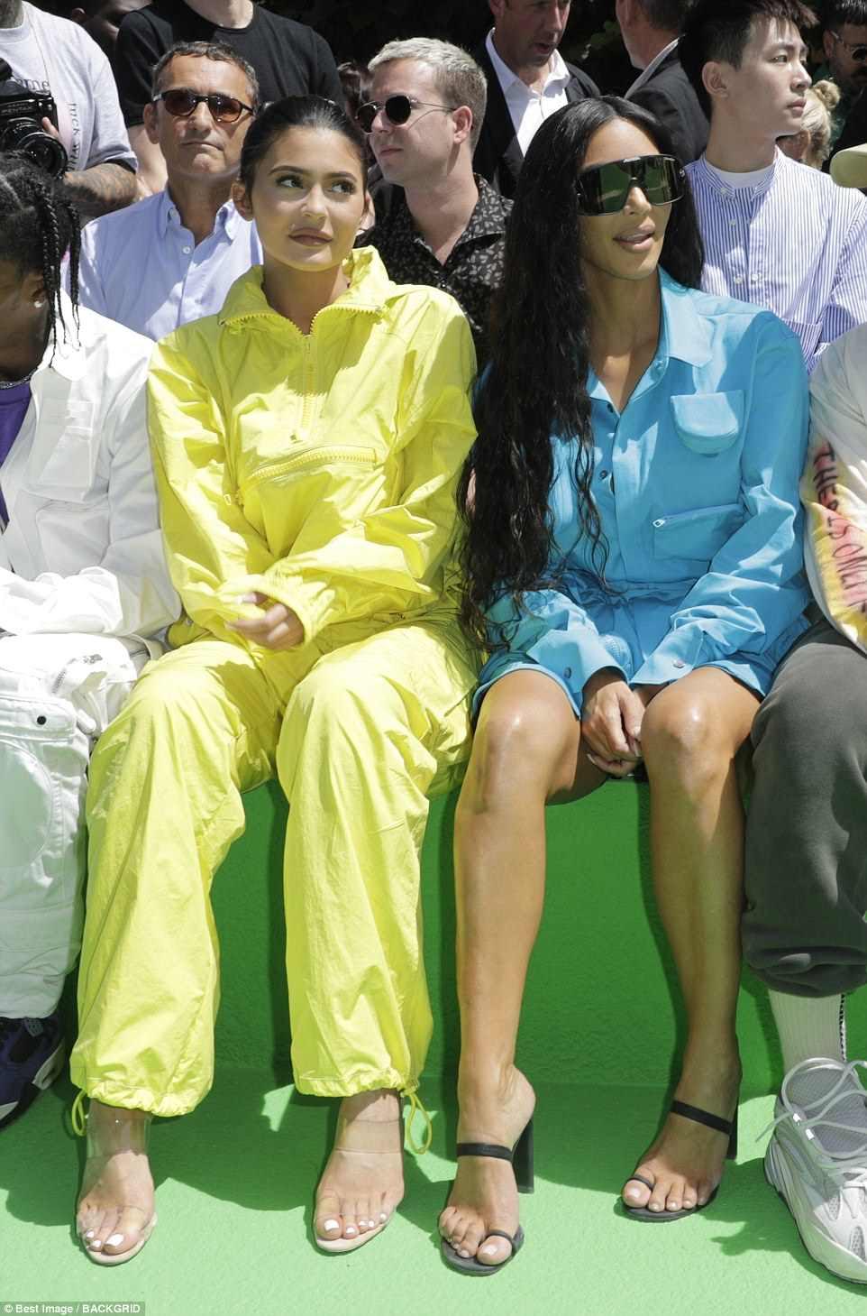 Coordenada: Kylie e Kim gostaram da apresentação de moda masculina da primeira fileira repleta de estrelas