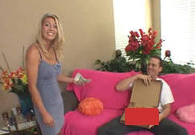 Vídeo que teria circulado entre os alunos é o que mostra a professora atuando no filme 'Big Sausage Pizza'. (Foto: Reprodução)
