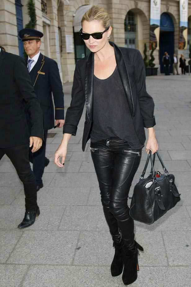 Le Fashion Blog -- How To Get Kate Moss Signature Off Duty Look -- Ray-Ban Wayfarer Sunglasses, Black Leather Lapel Jacket, Zip Leather & Pants -- Via Elle UK -- photo Le-Fashion-Blog-How-To-Get-Kate-Moss-Signature-Off-Duty-Look-Black-Leather-Lapel-Jacket-Zip-Leather-Pants-Via-Elle-UK.png
