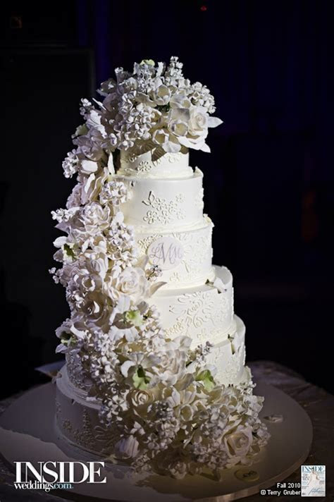 Sugar Flowers on Wedding Cakes   Inside Weddings