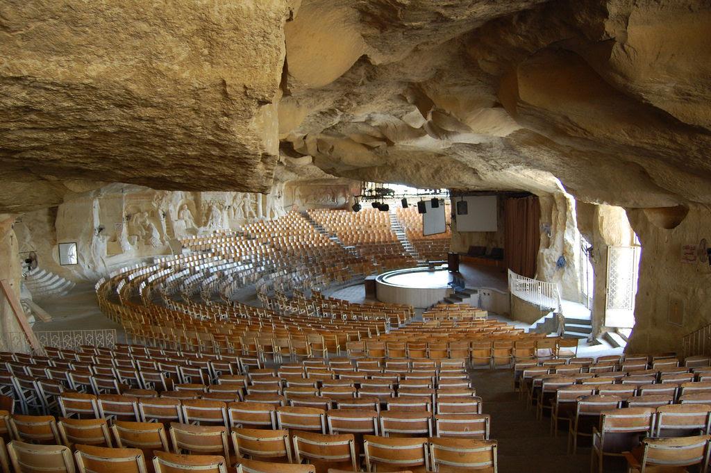 A incrível Igreja da Caverna dos Zabbaleens no Cairo 04