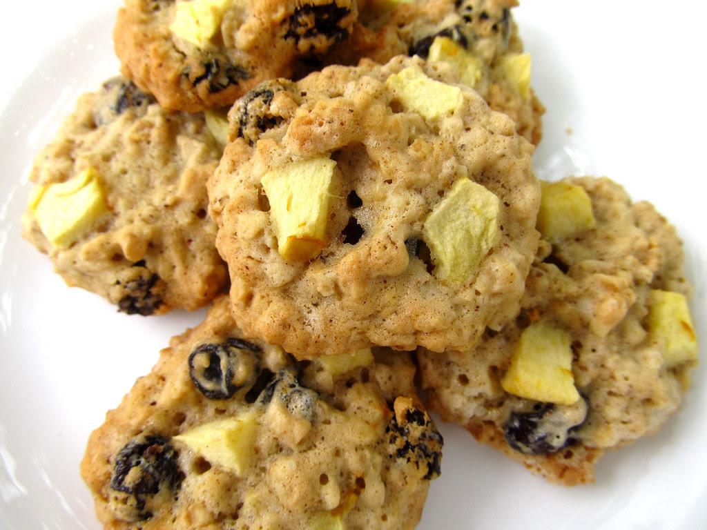 Cookies de aveia, maça e uva passas