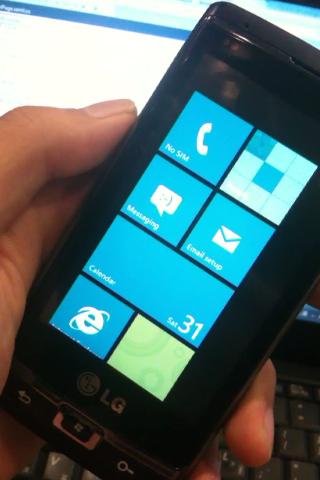 English: Windows Phone 7 powered LG Panther(GW...