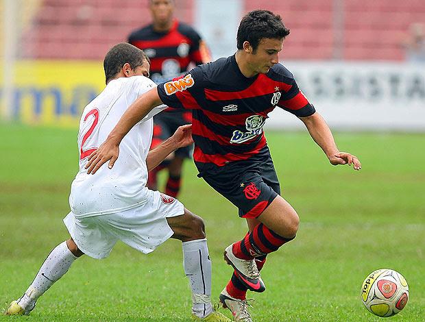 Lucas na partida do Flamengo contra o Desportivo na Copinha