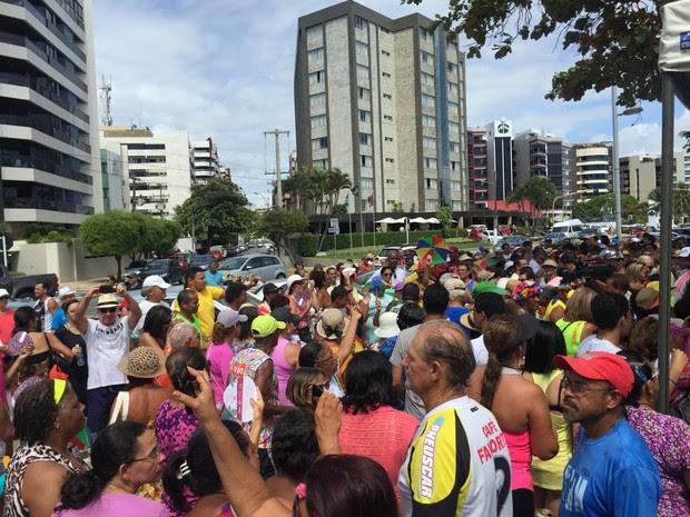 Centenas de pessoas foram prestigiar o Munguzá do Pinto (Foto: Paula Nunes/G1)