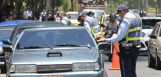 Copias de licencias de tránsito y certificaciones de matrícula  en trámite no sirven para circular por las vías: Tránsito