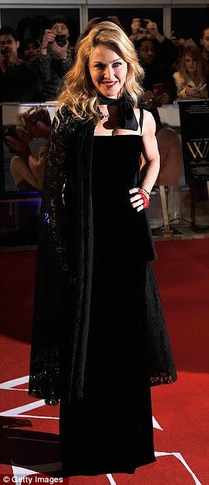 Senhora da noite: Madonna optou por um conjunto todo preto, com detalhes vermelhos