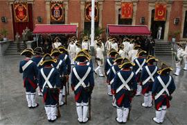 La guardia entrante y saliente preparadas para el relevo