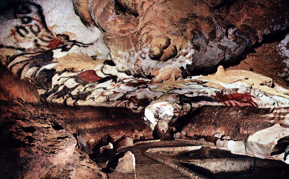 http://www.arthistoryarchive.com/arthistory/prehistoricart/images/Lascaux-France-Cave.jpg