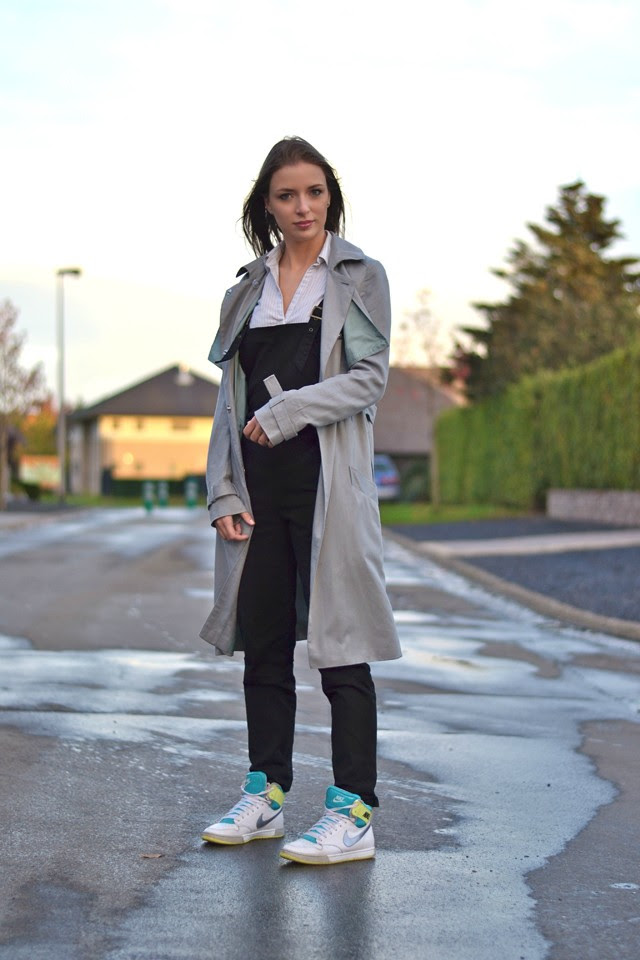 asos black twill dungarees overalls pimkie striped shirt asos mac trench coat grey oversized zara trf black jegging jeans nike sneakers royalty hi high women outfit post fashion blogger turn it inside out belgium