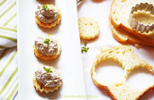 Baklažanų ir kreminio varškės sūrio užtepėlė