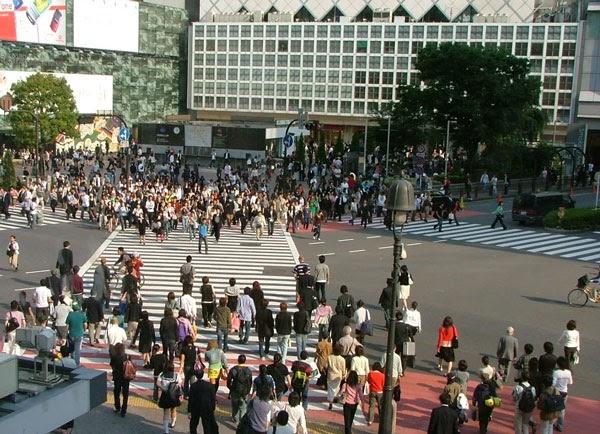 Σάββατο απόγευμα σε διασταύρωση του Τόκυο…ΒΙΝΤΕΟ