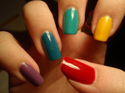 Cada uña de un  color