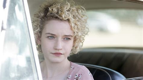 Julia Garner HD wallpapers High Quality