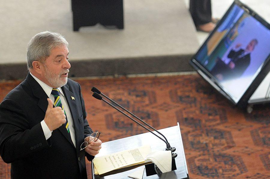 Lula faz primeiro voo não particular desde 2002