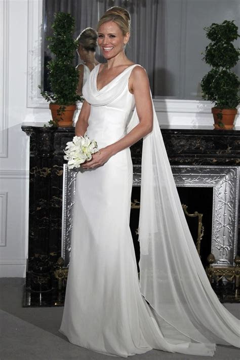 This is a beautiful bridal gown! Great for a second