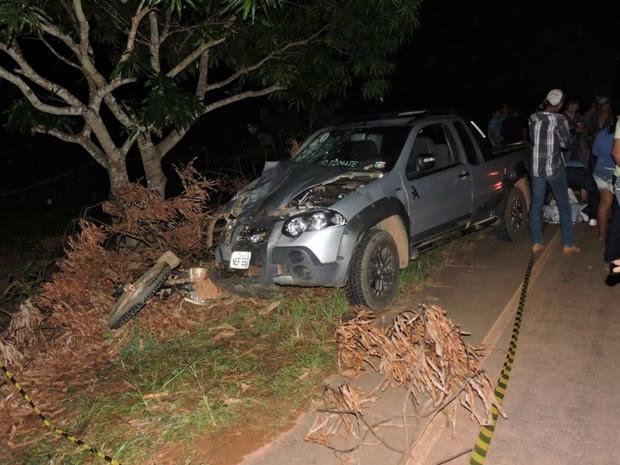 Moto da família foi arrastada por cerca de 100 metros, na RO-490 (Foto: 90 Oline/ Divulgação)