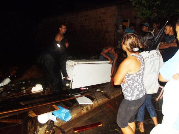Moradores tiveram muitos prejuízos com a forte chuva que alagou ruas e casas em Imperatriz (Foto: Divulgação/Hermerson Pinto)
