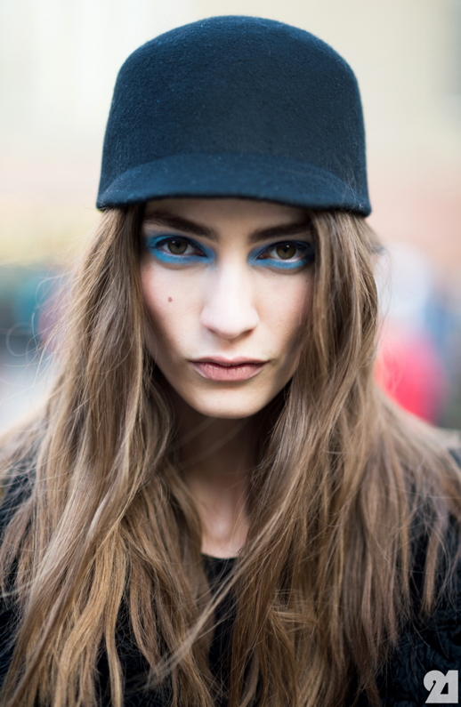 LE FASHION BLOG LONDON FASHION WEEK LFW FW FALL WINTER 2013 BEAUTY BLUE EYES BLUE EYE SHADOW TOPSHOP UNIQUE MODEL OFF DUTY MARINE DELEEUW HAT BRUNETTE BROWN HAIR VIA ADAM KATZ SANDING LE 21EME