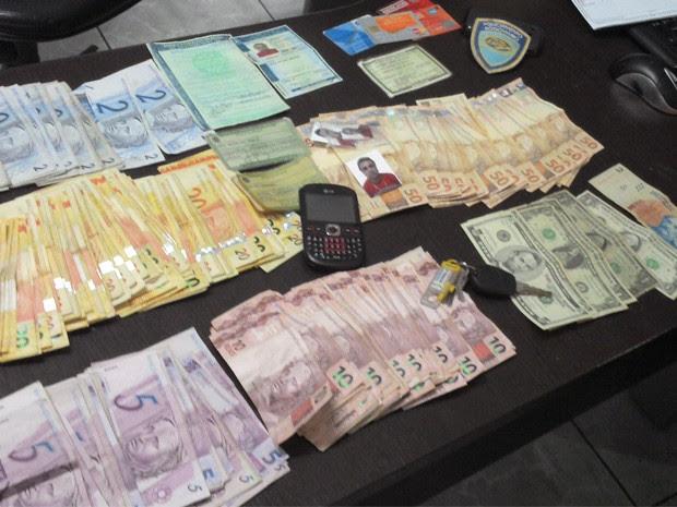 Fausto Gerônimo foi preso com documentos falsos, cartões de bancos e mais de R$ 6 mil em dinheiro. (Foto: Divulgação/ Polícia Rodoviária Estadual)
