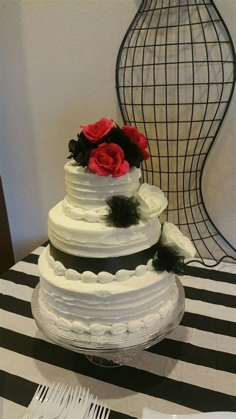 Sam's club 3 tier cake for only $65. I like the texture to