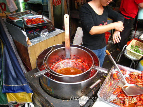 deep frying crayfish in oil