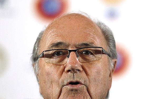 O presidente da Fifa, Joseph Blatter, dá entrevista em um hotel em São Petersburgo, na Rússia