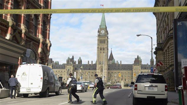 Le parlement d'Ottawa quelques minutes après la fusillade survenue le 22 octobre 2014
