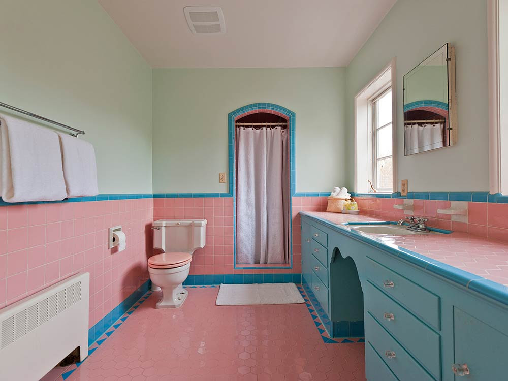 Five vintage pastel bathrooms in this lovely 1942 capsule ...
