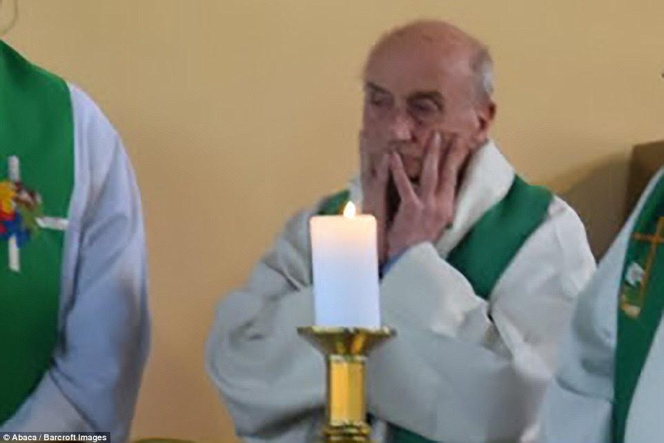Arcebispo Dominique Lebrun de Rouen mais tarde confirmado que o padre Jacques Hamel (foto) tinha sido morto no ataque brutal