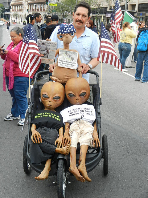 6cart stroller with aliens.jpg