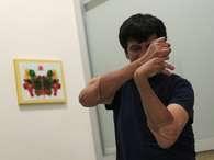 O mexicano Gabriel Granados participa de uma sessão de fisioterapia em um hospital localizado na Cidade do México, após passar por transplante de braços Foto: Reuters