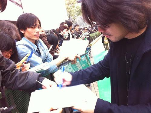 Lim Kah Wai signing autographs