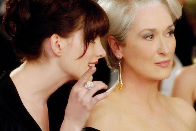 Widerstehen Sie der Versuchung, Verbündete zu suchen, mit denen Sie lästern können: Szene aus dem Film «The Devil Wears Prada» mit Meryl Streep (rechts) und Anne Hathaway.