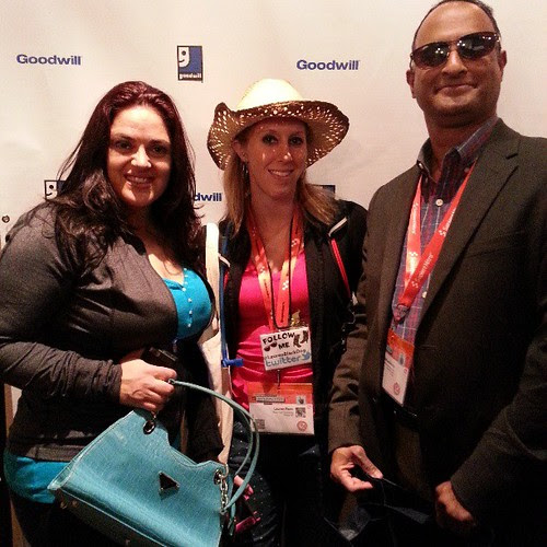 At #poppintags of @goodwillintl with my cool sunglasses & cool friends. Check out @dragonflytweets bag & @laurenblackdog