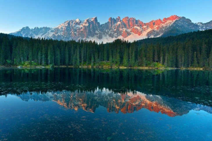 azul lago Carezza, Italia