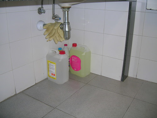 Wintel bajo el lavabo