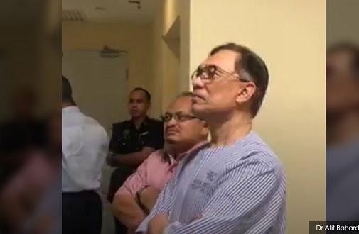 Anwar tonton upacara angkat sumpah Tun Mahathir