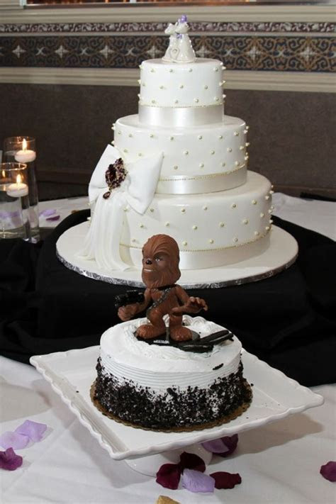 "Show me your ""Groom's Cake""!"