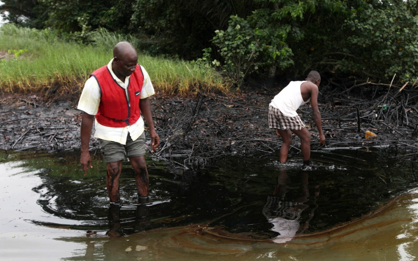 headlineImage.adapt.1460.high.Nigeria_delta_oil_pollution_08032014.1420611771446
